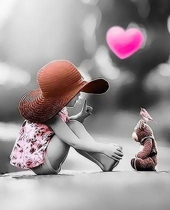 Картина по номерам 30x40 Девочка в шляпе общается с птичкой и мишкой