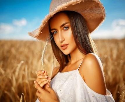 Картина по номерам 40x50 Девушка в поле созревших колосков