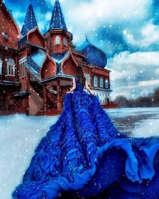 Картина по номерам 40x50 Девушка в голубом платье у деревянного храма
