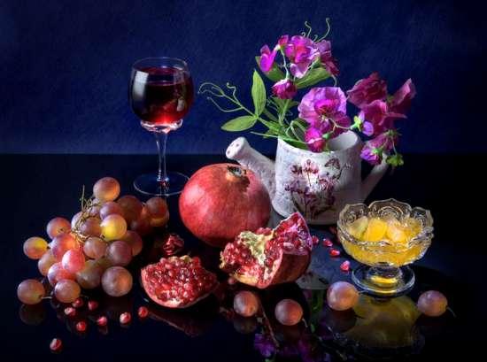 Картина по номерам 40x50 Натюрморт с гранатом, цветами и виноградом