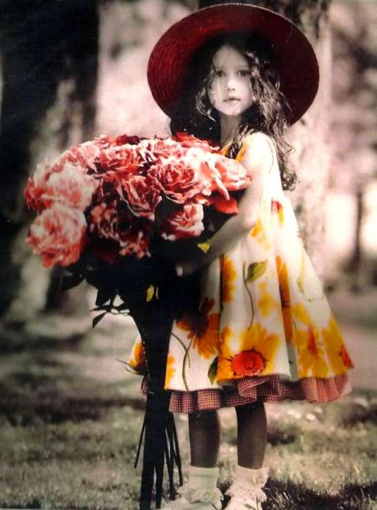 Алмазная мозаика 30x40 Девочка в шляпе с большим букетом роз