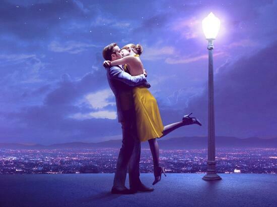 Картина по номерам 40x50 Поцелуй под фонарем в ночном городе