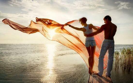Картина по номерам 40x50 Танец с шалью на фоне моря